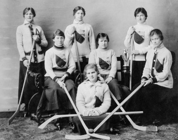 Group hockey team portrait, Queen's University, Kingston, Ontario 1917. Credit: G.E. Marrison, Kingston. Library and Archives Canada