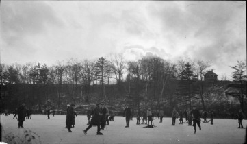 Game at sunset, High Park, Toronto. John Boyd / Library and Archives Canada / Undated.