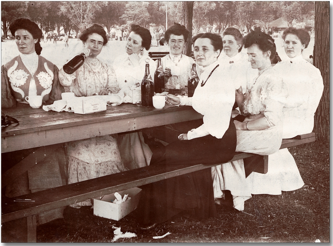 14279-women-at-picnic-1520