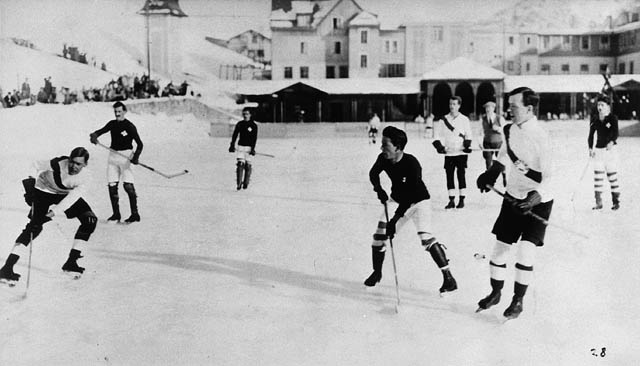 Oxford University vs. Switzerland hockey game. Lester B. Pearson. later the prime minister of Canada, is at right front. Circa 1922-23, Switzerland. Library and Archives Canada / PA-119892