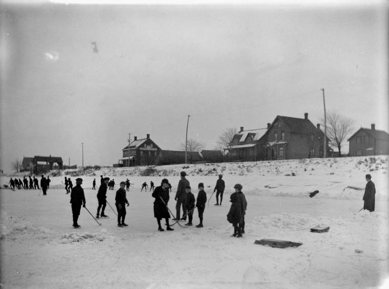 """""""Hockey on the [Rideau] Canal [Christmas Day 1901]."""" James Ballantyne. Library and Archives Canada"""